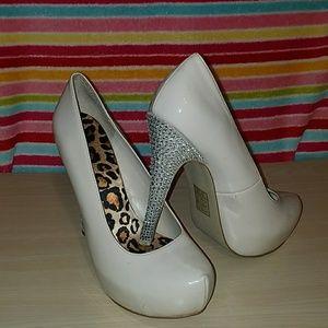 Shoedazzle pumps